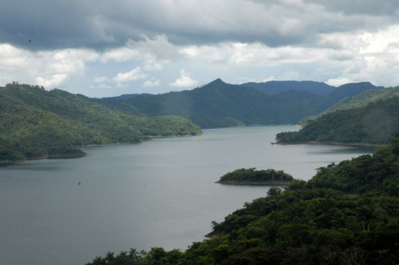 20130531000935-20090928ame-lago-hanabanilla-villaclara-montanas-08-580x386.jpg